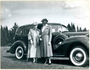 Emma Eames and Matilda Elizabeth Frelinghuysen standing in front of a Packard car